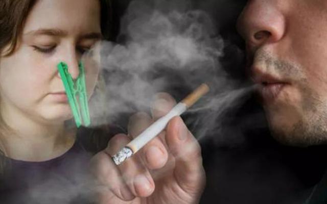 女子长期吸同事二手烟肺部长出肿块,二手烟的危害究竟多可怕?